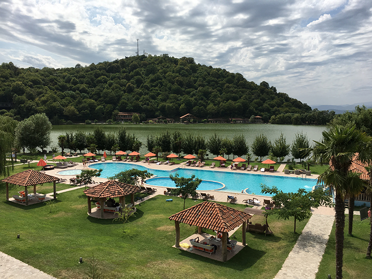 Lake_Lapota_resort